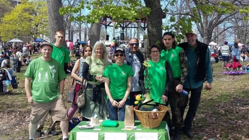 Greens tabling at picnic. Dave O on far left