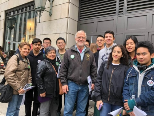 Howie Hawkins with young supporters