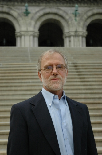 Howie-Hawkins-on-steps (1)